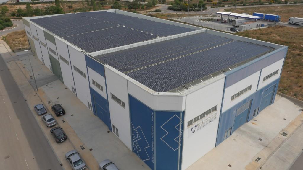 9 instalaciones fotovoltaicas sobre cubierta que suman una potencia instalada de 180 kw (Picassent, Valencia)