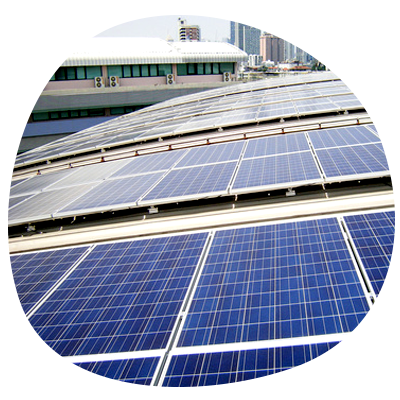 Comercio con cubierta solar