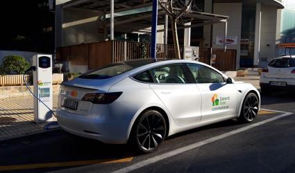 Punto de recarga con Tesla + subvención